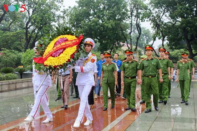 Vietnam impulsa actividades de gratitud a los compatriotas consagrados por la paz del pueblo - ảnh 1