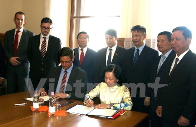 Hungría expone la voluntad de cooperar con Vietnam - ảnh 1