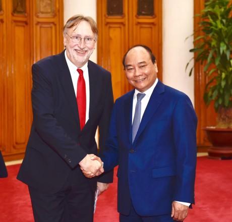 Jefe del Ejecutivo vietnamita recibe al titular comercial del Parlamento Europeo - ảnh 1