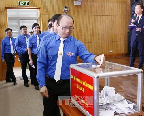 Pueblo vietnamita comparte el dolor con los compatriotas afectados por el huracán Doksuri - ảnh 1
