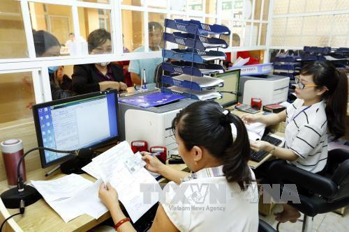 Diputados vietnamitas analizan los informes sociales que propone el Gobierno - ảnh 1