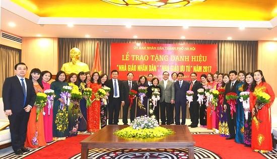 Prosiguen las actividades en conmemoración del Día del Maestro vietnamita  - ảnh 1