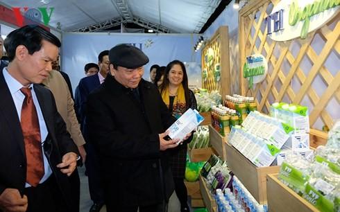 El premier de Vietnam visita el Espacio de cultura y turismo en Ha Giang - ảnh 1