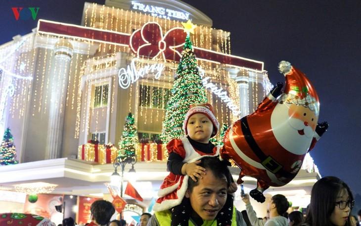 Ambiente navideño reina en todo Vietnam - ảnh 1