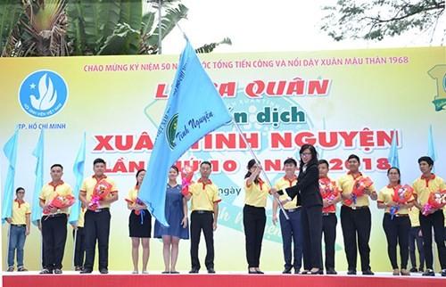 Voluntarios vietnamitas desplieguen campaña primaveral 2018 - ảnh 1