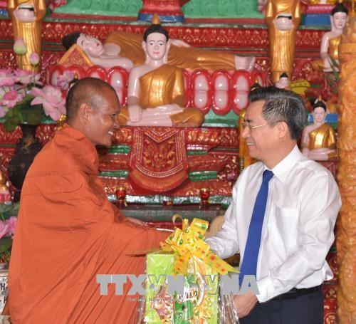 Dirigentes vietnamitas celebran la Fiesta del Año Nuevo Chol Chnam Thmay de la etnia jemer - ảnh 1