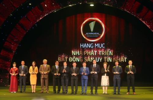 Vietnam honra a los inversionistas destacados en la rama inmobiliaria  - ảnh 1