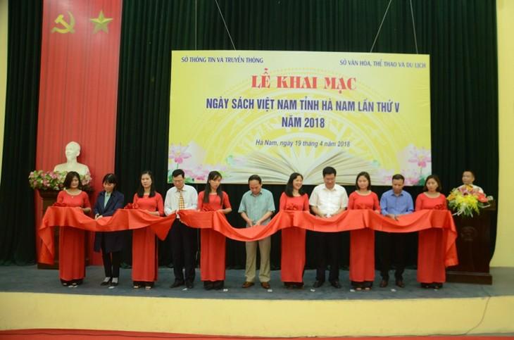Estimulan el hábito de lectura en la sociedad vietnamita - ảnh 1