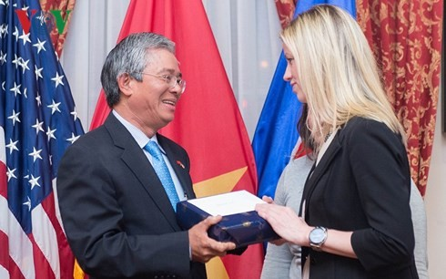 Congreso estadounidense asegura priorizar la cooperación con Vietnam - ảnh 1