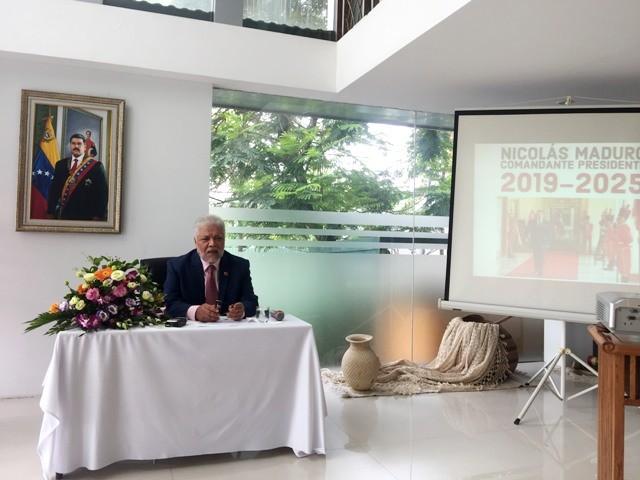 Embajada venezolana en Vietnam reafirma democracia electoral tras triunfo del presidente Maduro - ảnh 1