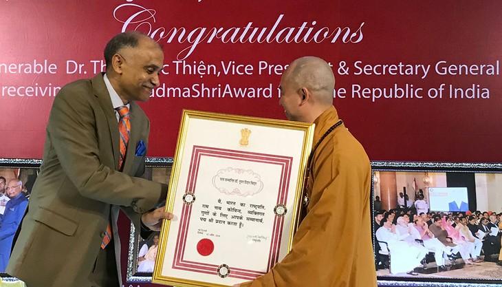 Venerable Thich Duc Thien, primer vietnamita condecorado con la Orden Padma Shri de la India - ảnh 1