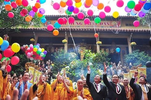 Ceremonia de Vesak atestigua libertad de religión y creencias en Vietnam - ảnh 1