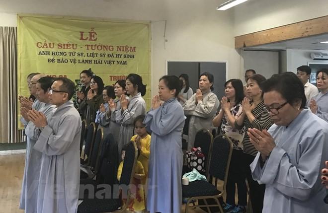 Vietnamitas en Reino Unido celebran réquiem en homenaje a los caídos en mares e islas - ảnh 1