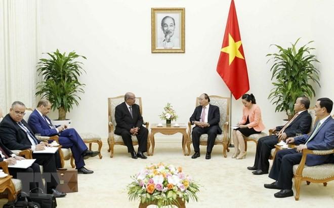 Prensa argelina resalta visita de su titular diplomático a Vietnam - ảnh 1