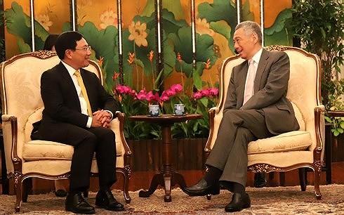Vietnam y Singapur por fortalecer asociación estratégica tras 45 años de relaciones - ảnh 1