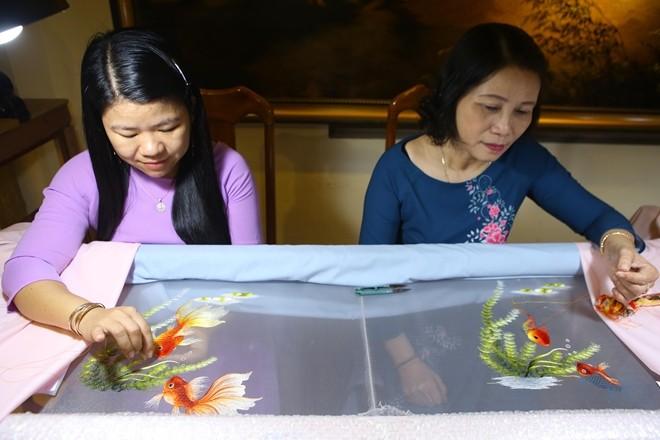 Primer museo del bordado en Hue - ảnh 2