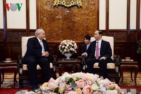 Presidente vietnamita recibe a diplomáticos extranjeros - ảnh 2