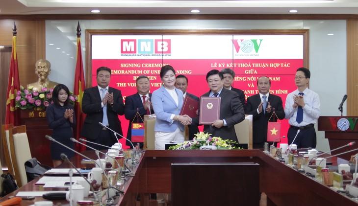 La Voz de Vietnam afianza cooperación con el Servicio de Radiodifusión y Televisión de Mongolia - ảnh 1