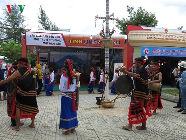 Culminan el tercer Festival de las Etnias de la Región Central de Vietnam - ảnh 1