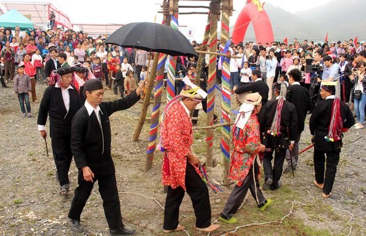 Fiesta Tu Cai reconoce adolescencia de los étnicos Dao Dau Bang - ảnh 1