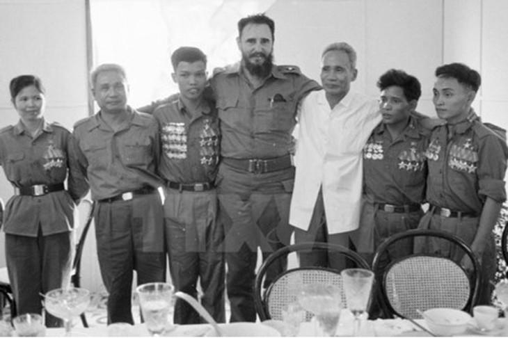 Delegación cubana visita los lugares que pisó Fidel hace 45 años en Vietnam - ảnh 1