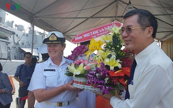 Delegación naval de la Armada Real Neozelandesa visita Vietnam - ảnh 1