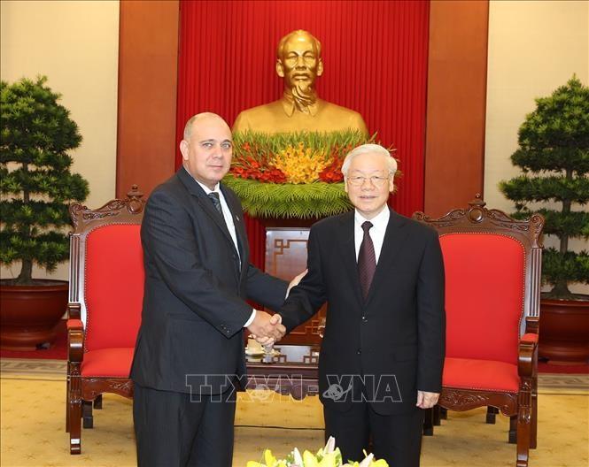 Máximo líder partidista de Vietnam recibe a altos funcionarios de Cuba y China - ảnh 1