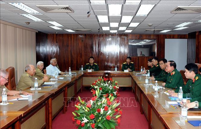 Ejércitos de Vietnam y Cuba fortalecen cooperación económica  - ảnh 1