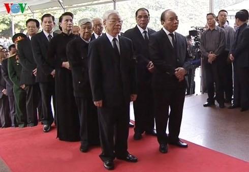 Inician acto fúnebre en homenaje a Do Muoi, ex secretario general del Partido Comunista de Vietnam - ảnh 1