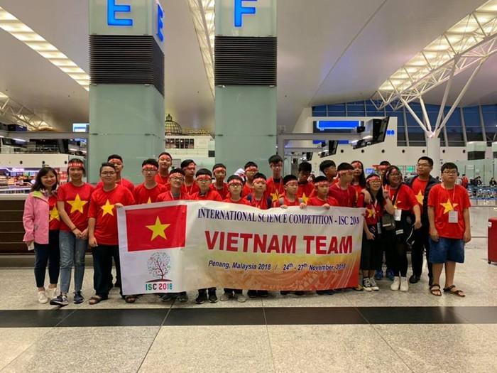 Estudiantes vietnamitas logran medallas de oro en competición de ciencias internacional - ảnh 1