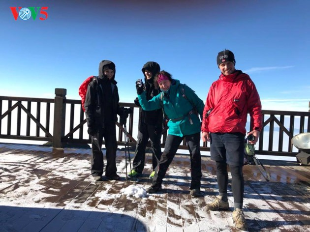 Montaña Fansipan ataviada por la nieve - ảnh 5