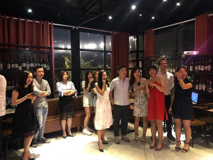 """Concurso """"La Voz latina"""" atrae a talentos vietnamitas amantes del idioma español - ảnh 1"""