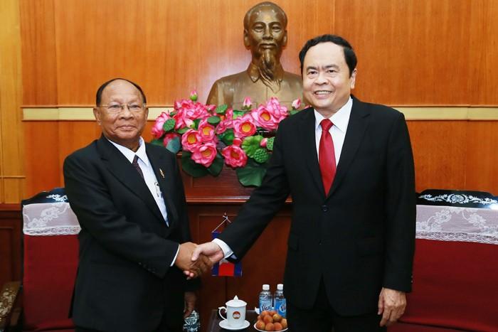 Presidente del Frente de la Patria de Vietnam recibe al titular parlamentario de Camboya - ảnh 1