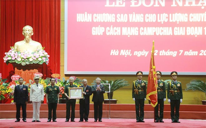 Honran a expertos vietnamitas que ayudaron a reconstruir Camboya tras  período genocida - ảnh 1
