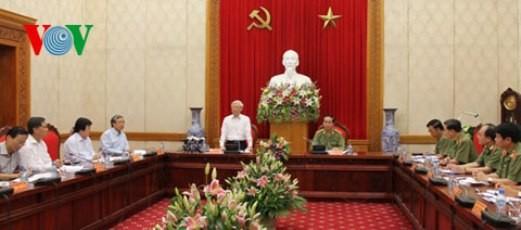 チョン共産党書記長、公安省の本部を訪問 - ảnh 1