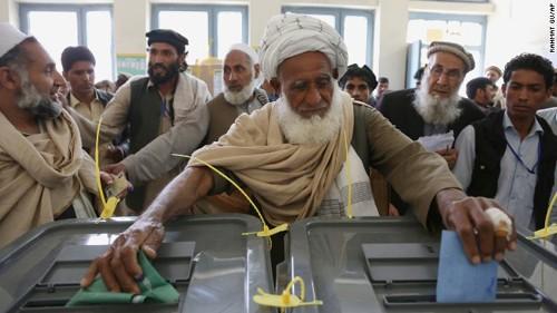 アフガン大統領選 決選投票の可能性も - ảnh 1