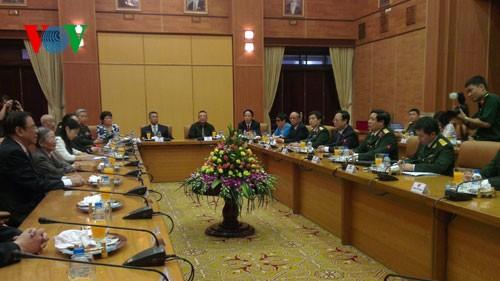 中国の元軍事顧問の親族代表団が越訪問中 - ảnh 1