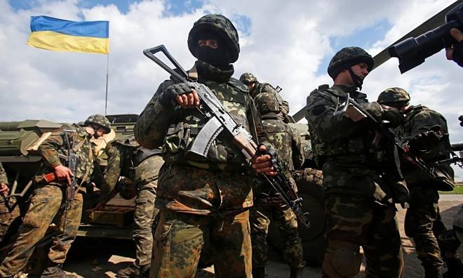 ウクライナ、親露派「政府軍を包囲」 投降求め最後通告 - ảnh 1