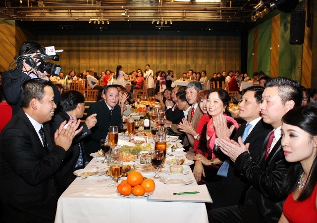 各国在留ベトナム人、旧正月を迎える - ảnh 1