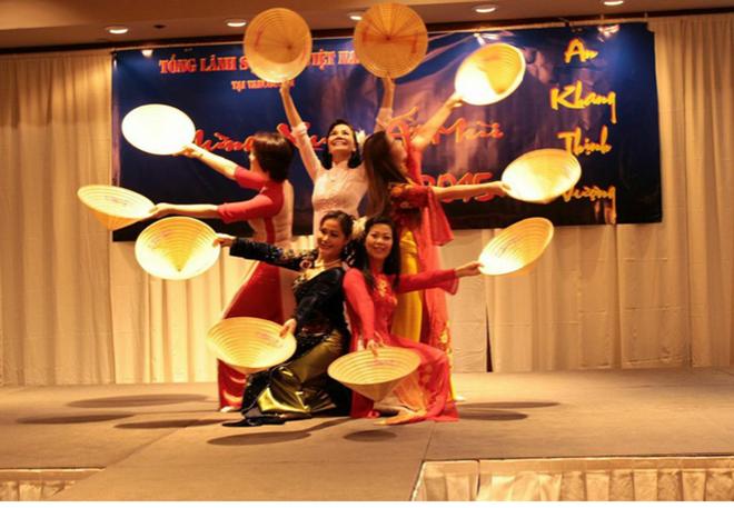 カナダに在学している留学生、テトを迎える様々な活動を開催 - ảnh 1