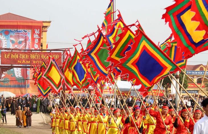 ハノイで多くの祭りが開会 - ảnh 1