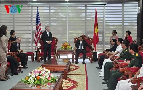 米海軍長官、ベトナムを訪問 - ảnh 1