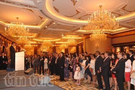 各国駐在ベトナム大使館、独立記念日を祝う - ảnh 1
