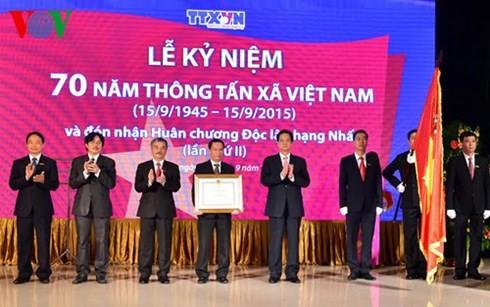 ズン首相、ベトナム通信社創設70周年式典に出席 - ảnh 1