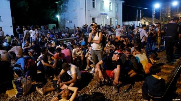 クロアチアが国境封鎖 難民1万人超 軍も警戒態勢 - ảnh 1