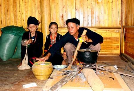 コム族の囲炉裏とは - ảnh 1