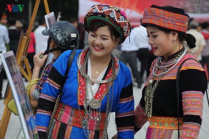 モン族の文化祭 - ảnh 9