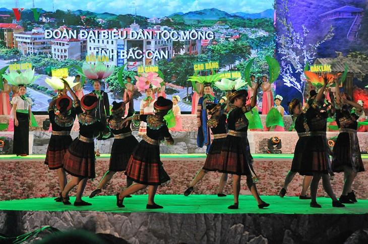 モン族の文化祭 - ảnh 4