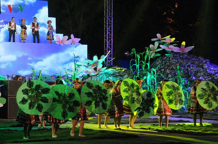 モン族の文化祭 - ảnh 3