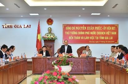 フック首相、ザーライ省の指導部と会合 - ảnh 1